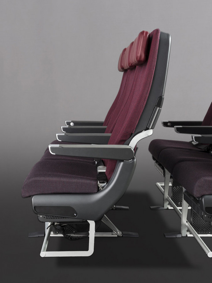 QANTAS Dreamliner Premium Economy and Economy Seats by Studio Caon